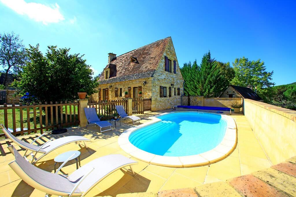 Petite chassagne piscine privee cottages louer st for Piscine saint amand