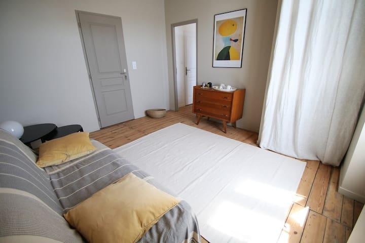 Chambre particulière avec salon près de l'océan - Le Grand-Village-Plage - 一軒家