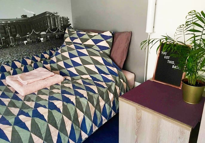 Single bed with good firm mattress