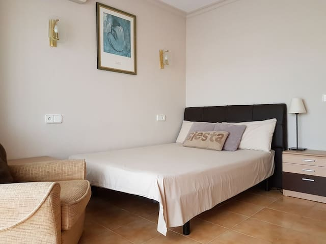 ROOM  IN PORT ALCUDIA