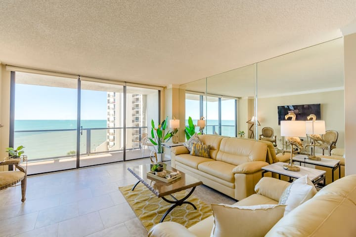 Ocean View Condo With Gorgeous Florida Sunsets !