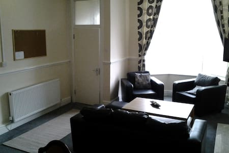 Fern Lodge Serviced Accommodation Twin Room (3) - Preston - House