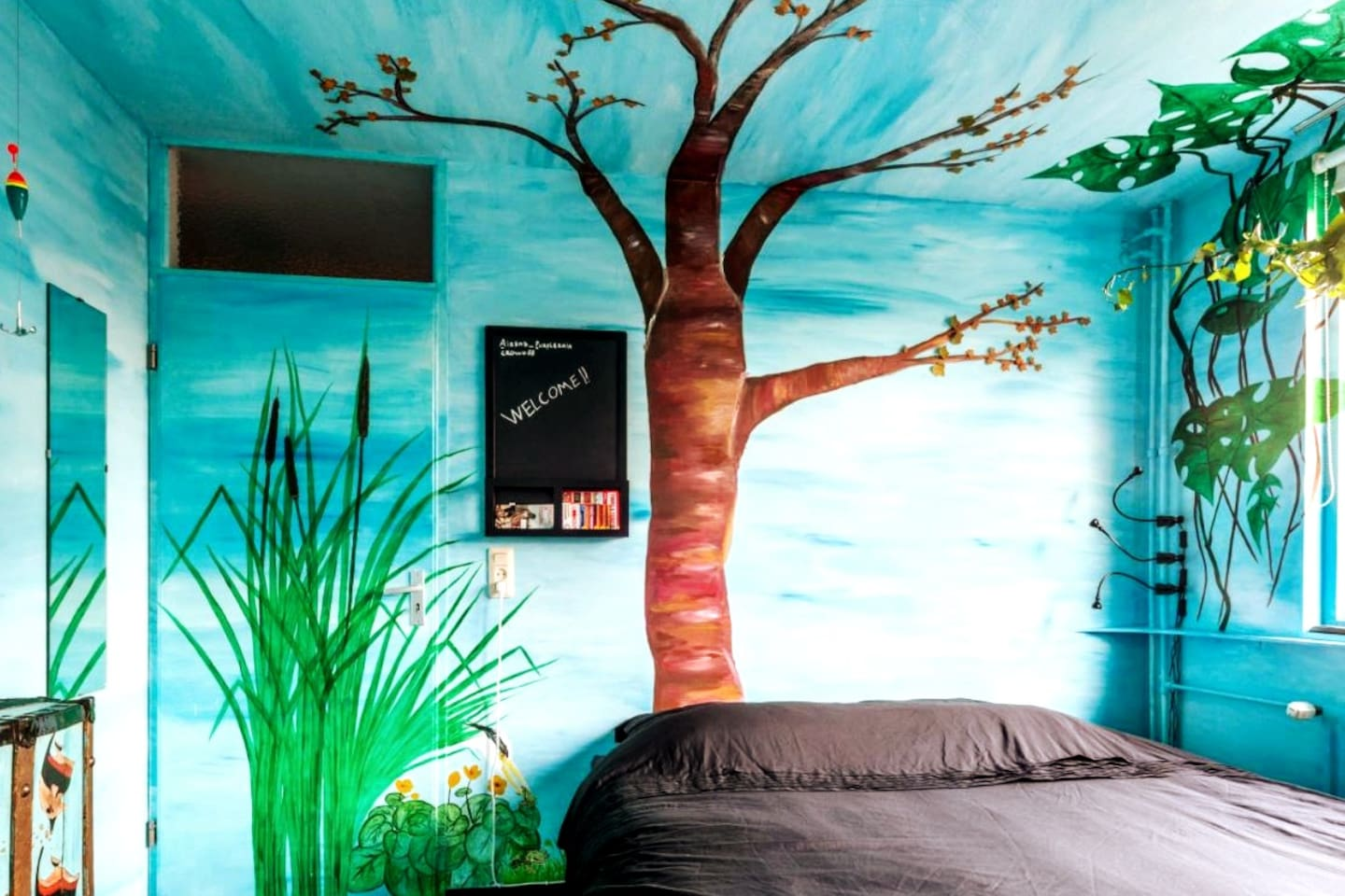 WATERBEDroom Highly stabilized...so no getting seasick Kingsize: 200x180cm