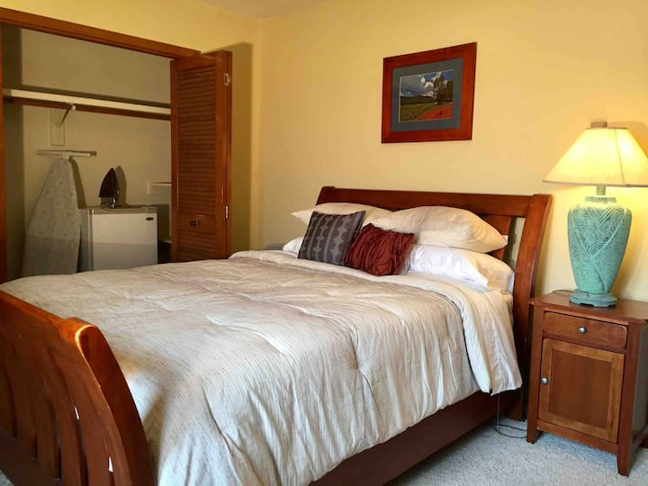 Sunrise Hacienda,  Private Quiet Room, Queen Bed!