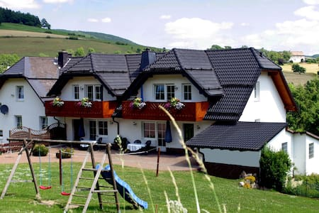 Ferienwohnungen Schweizes-Ferienhof *** - Medebach - Lejlighedskompleks