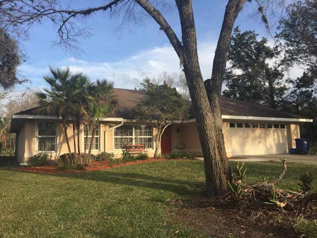 Secluded,remodeled ranch with:Canal, pool, lanai