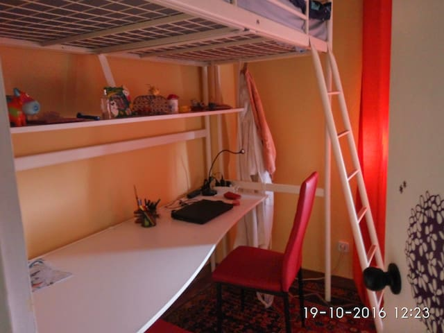 Room with bulk bed. Clean and cheap - Madrid - Appartement