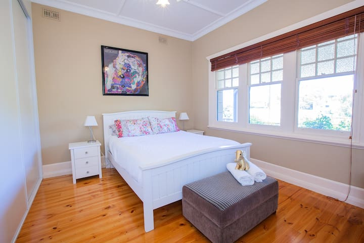 Master bedroom Queen bed with quality linen and towels