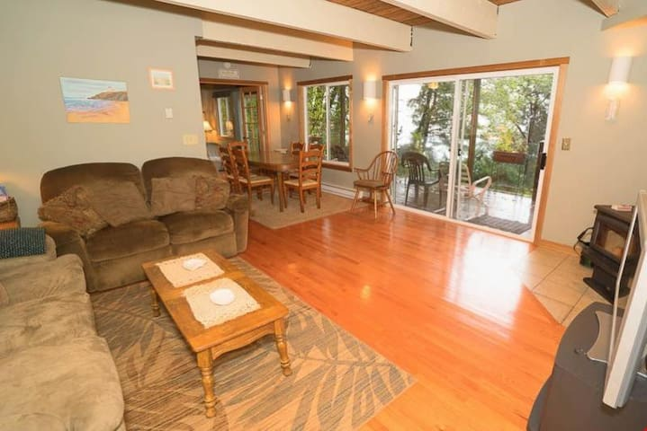 38445 Reed - Secluded Nature-lover's Delight Above Manzanita Has King Suite