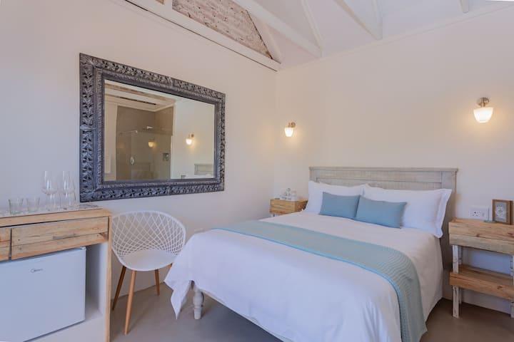 Seeplaas Guesthouse: Mountain View Room 1