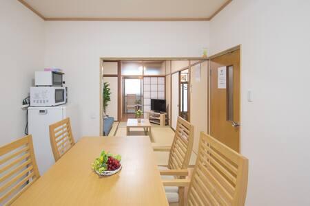 【A22】Calm House  広島の中心部で平和公園まで徒歩10分。連泊に最適な一軒家