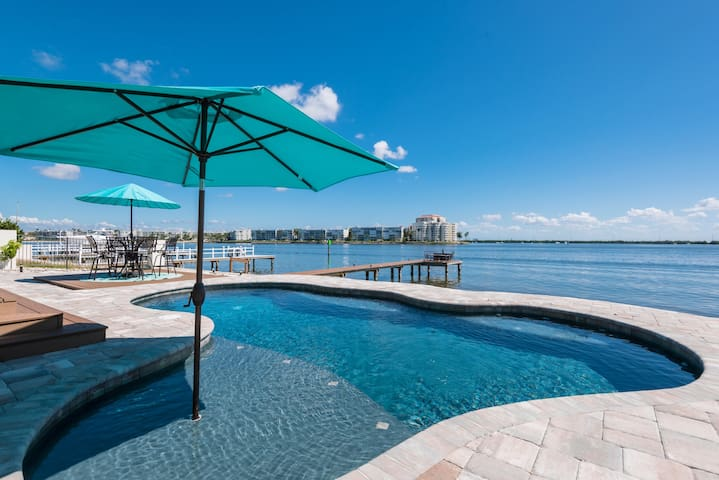 DIRECT WATERFRONT POOL&DOCK 2KING BDRMS SEP ENTRY