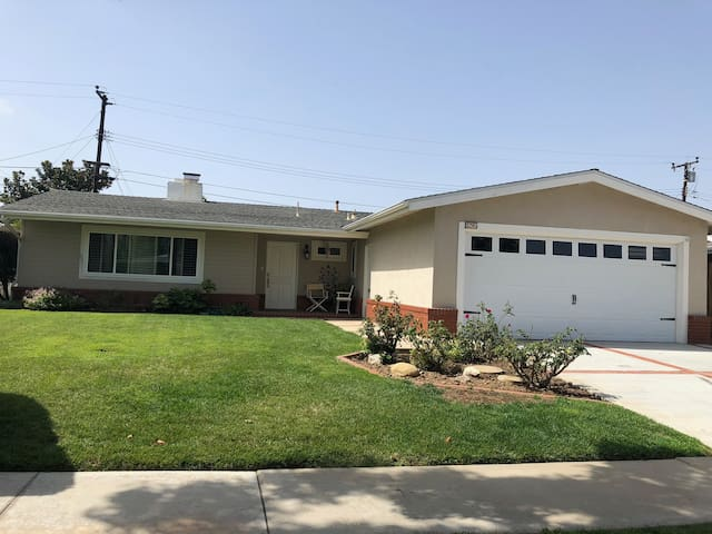 Room for rent in Costa Mesa home