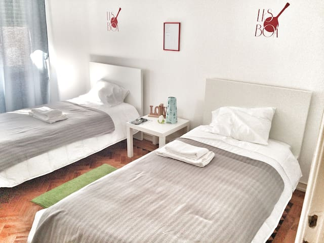 Lisbon Rooms 4U (2)