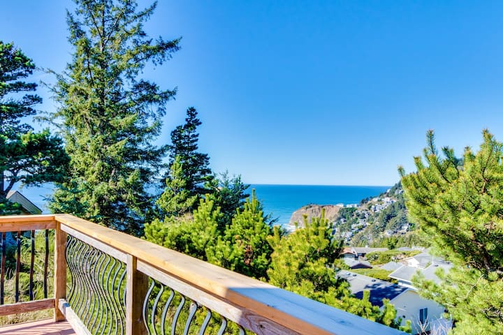 Spacious dog-friendly oceanside home w/private hot tub & views of the Pacific!
