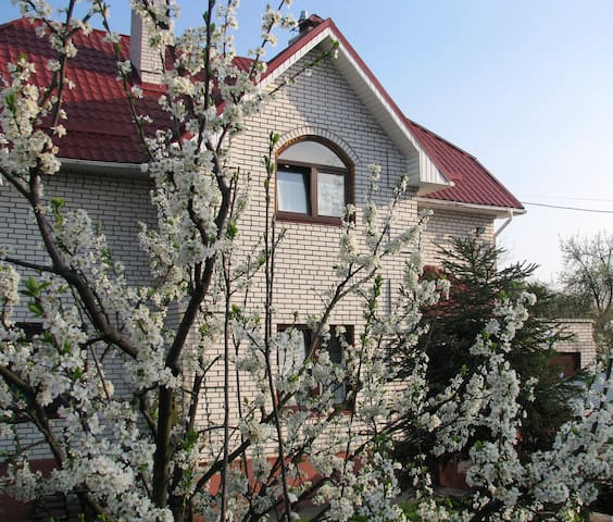 Family & Friends Guest House - Kyiv - Bed & Breakfast