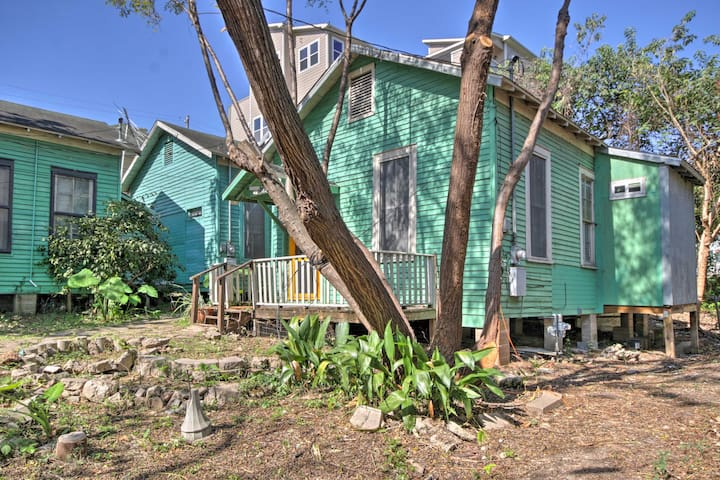 NEW! Historic Cottage w/ Patio in Downtown Houston