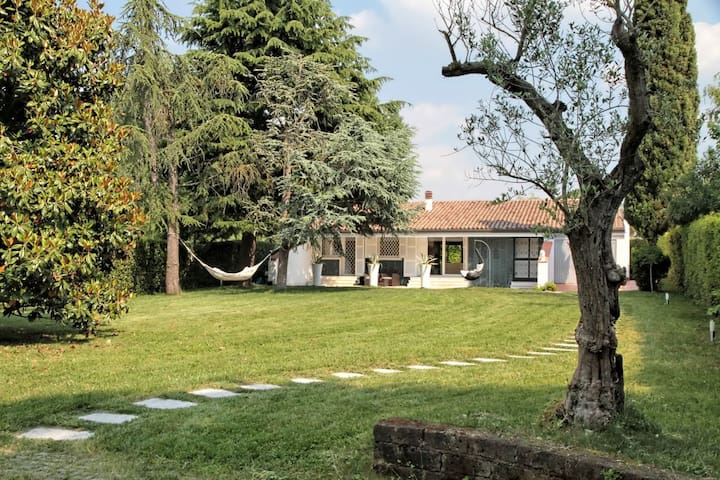 Lovely & charming single villa (100m from lake)