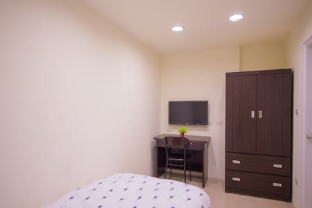$25 a day to live new renovation first floor suite - 新店區