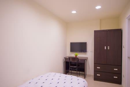 免千元超便宜全新裝修1樓獨立房 - 新店區