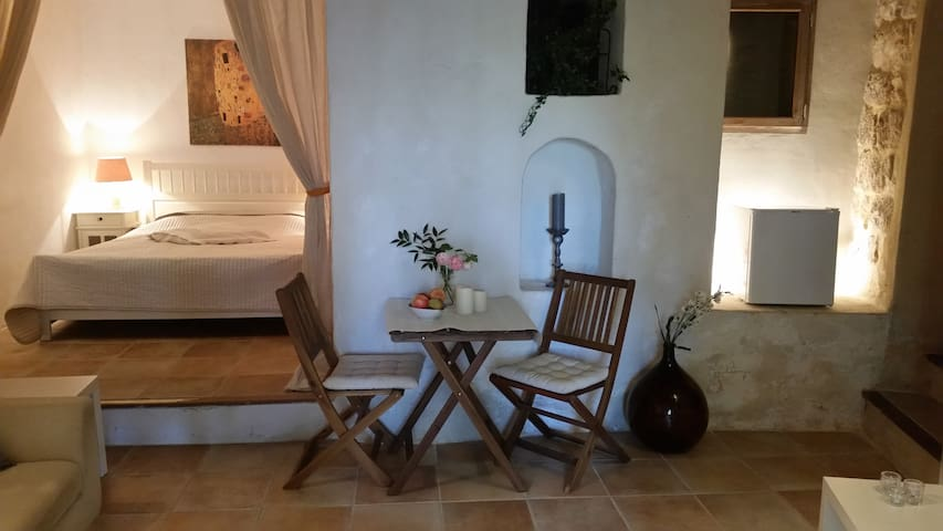 "B & B in picturesque ""Simiane la Rotonde"""