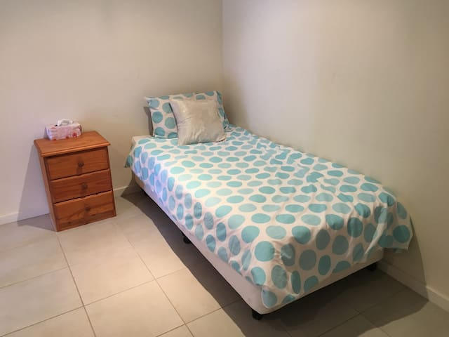 Cute unit close to station - North Gosford - Apartment