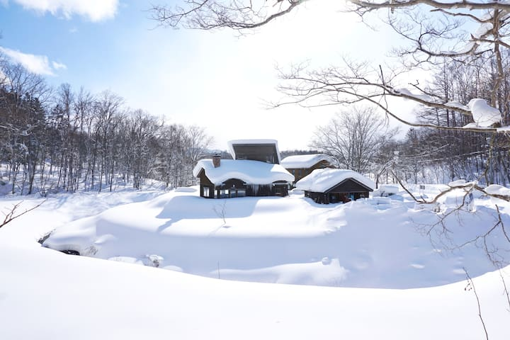 Snow Shack with 4WD Vehicle