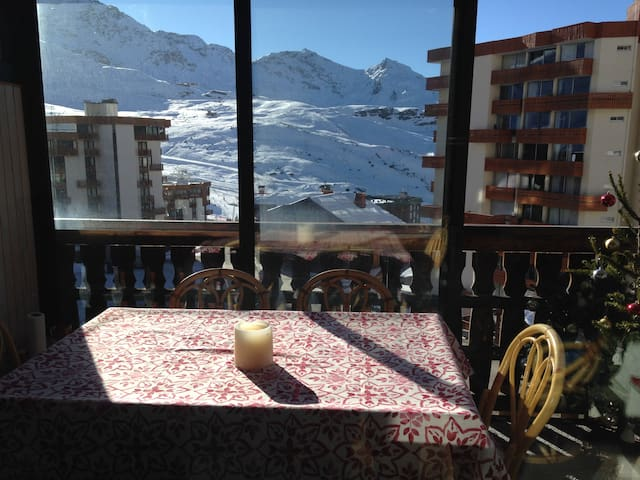 val thorens 2 pi ces 40m avec v randa plein sud apartments for rent in val thorens rh ne. Black Bedroom Furniture Sets. Home Design Ideas