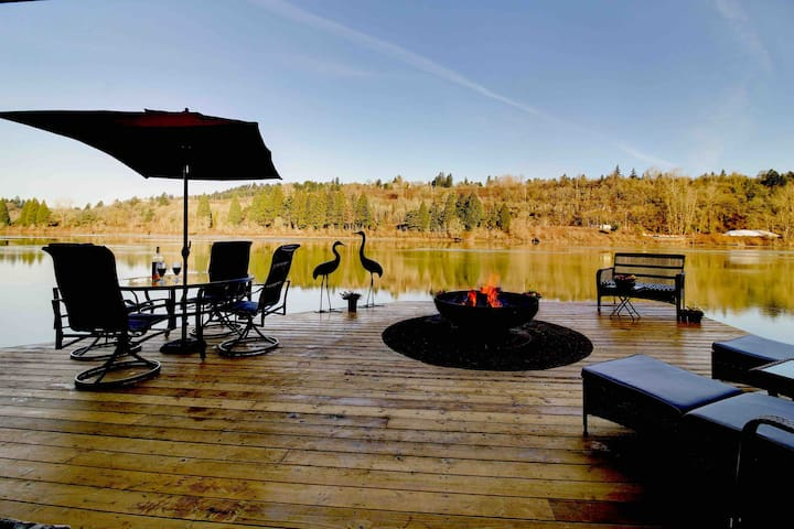Floating Vacation Home  Featured on Travel Chan