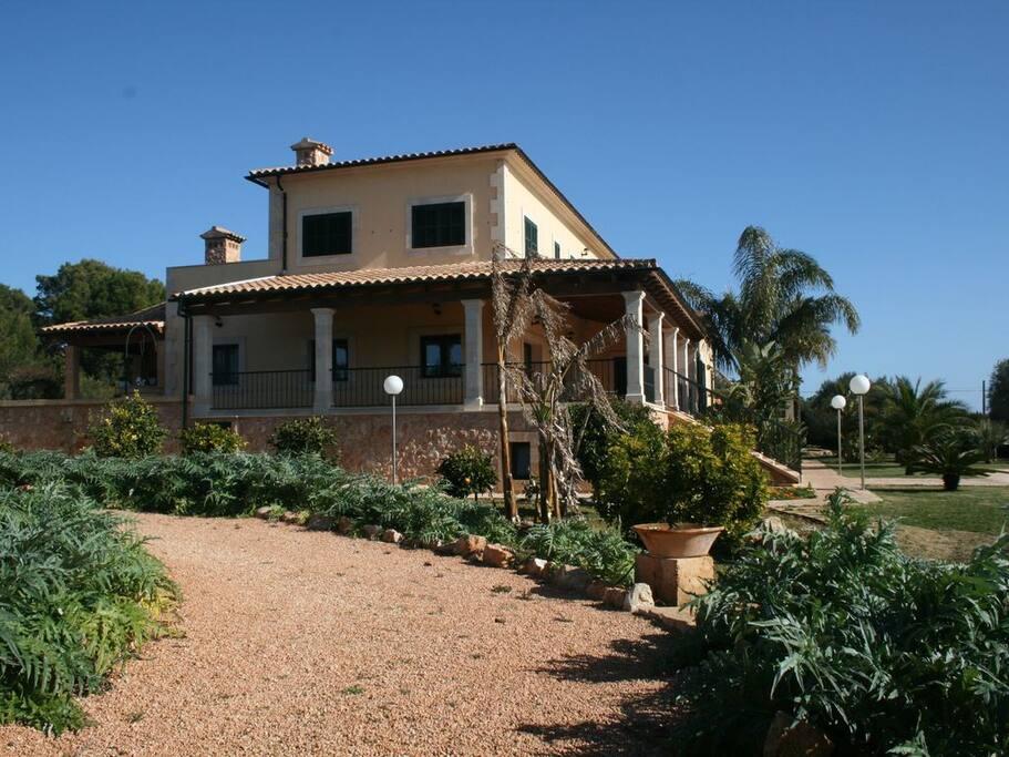 Villa mit Terrassen