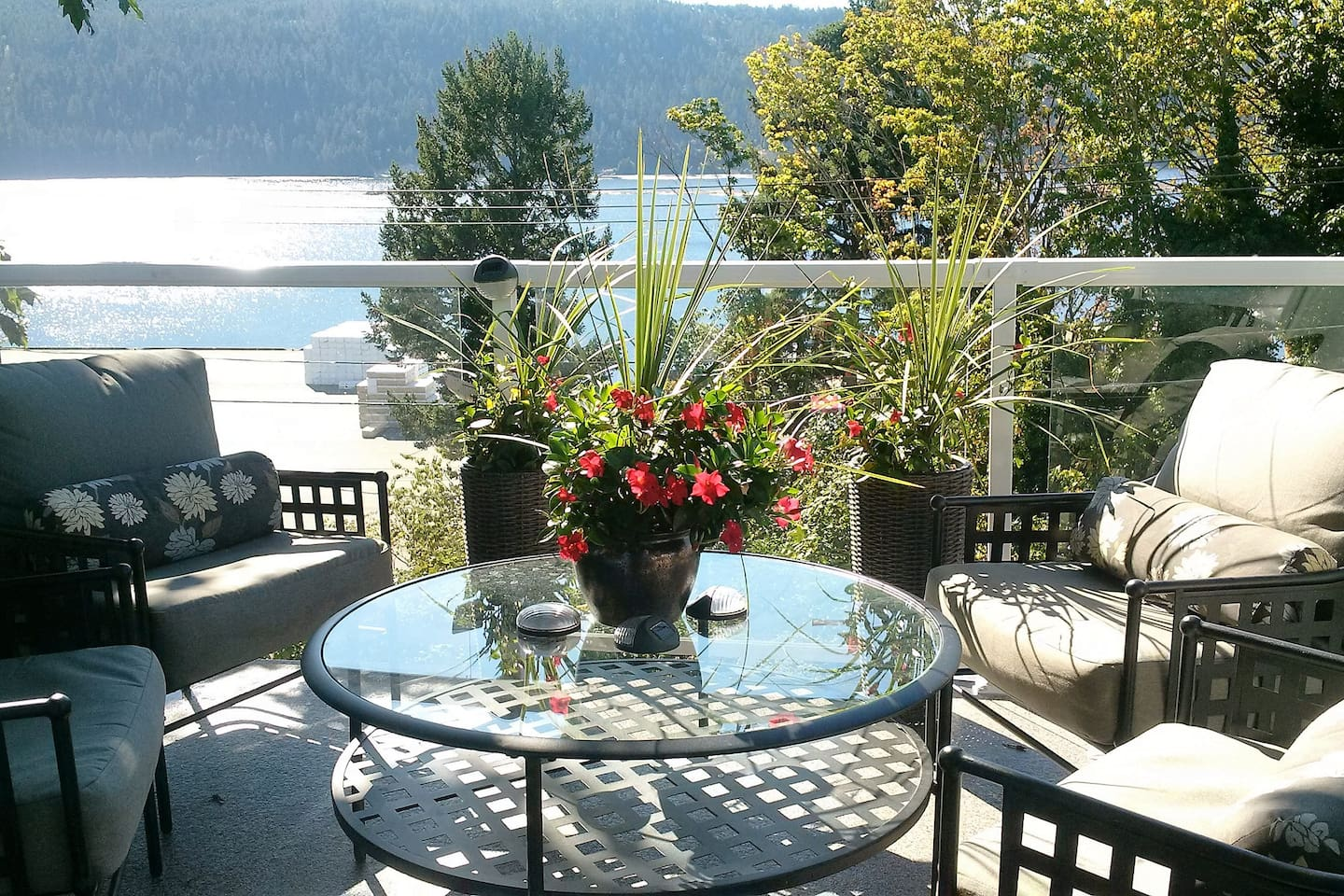 Relax and enjoy the beautiful canal views on the deck...