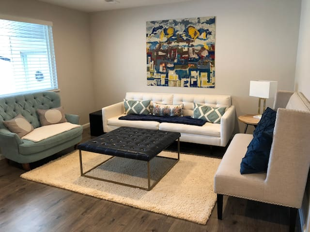 Clean, cozy, and private bed/bath Off Broadway!