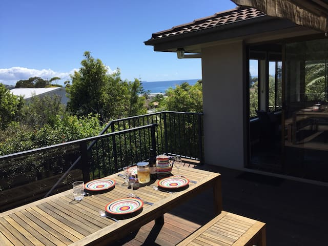 Family beach-house, water views - Mollymook
