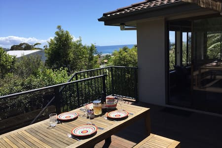 Family beach-house, water views - Mollymook - Villa