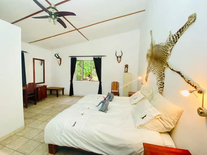 Otjikoko Game Ranch - Room Leopard/Leopardenzimmer