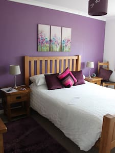 The purple room at Strathallan B&B - Breakish - Bed & Breakfast