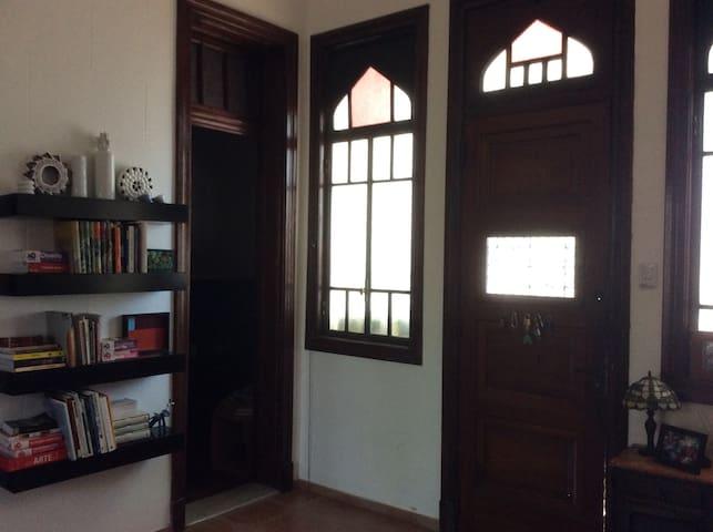 Habitación en casa de artista
