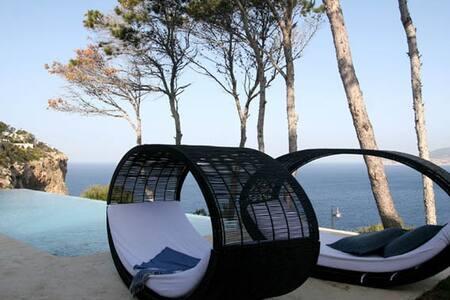 Splendid Villa with outstanding views