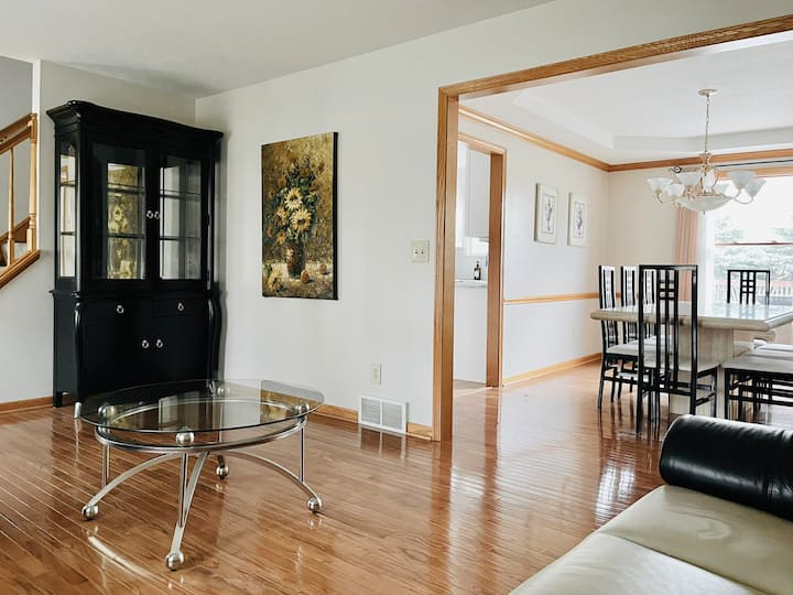 15 Min from CLE Airport, Sleeps 12