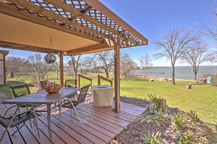 Bluffton Home w/Fire Pit, Backyard Beach & Lake!