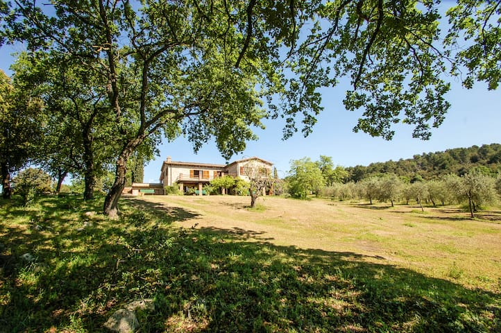 Detached villa with private pool 80km from Rome