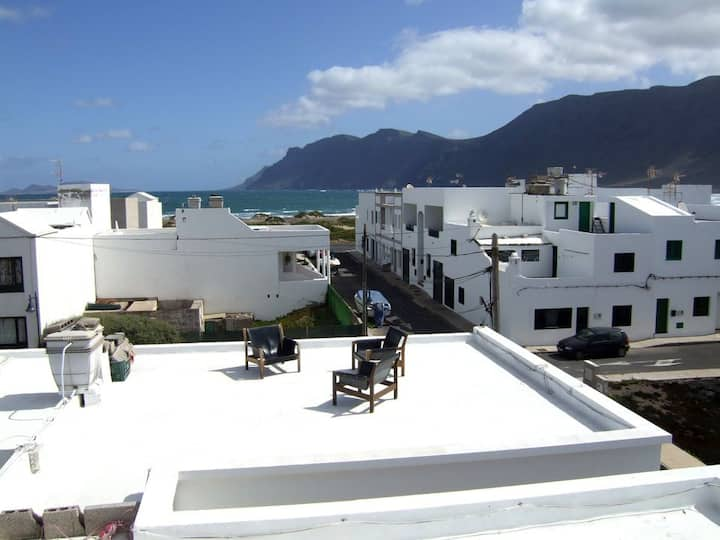 Famara House with rooftop terrace