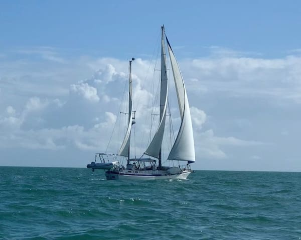 Live the life of a cruiser @Sail.to.Utopia