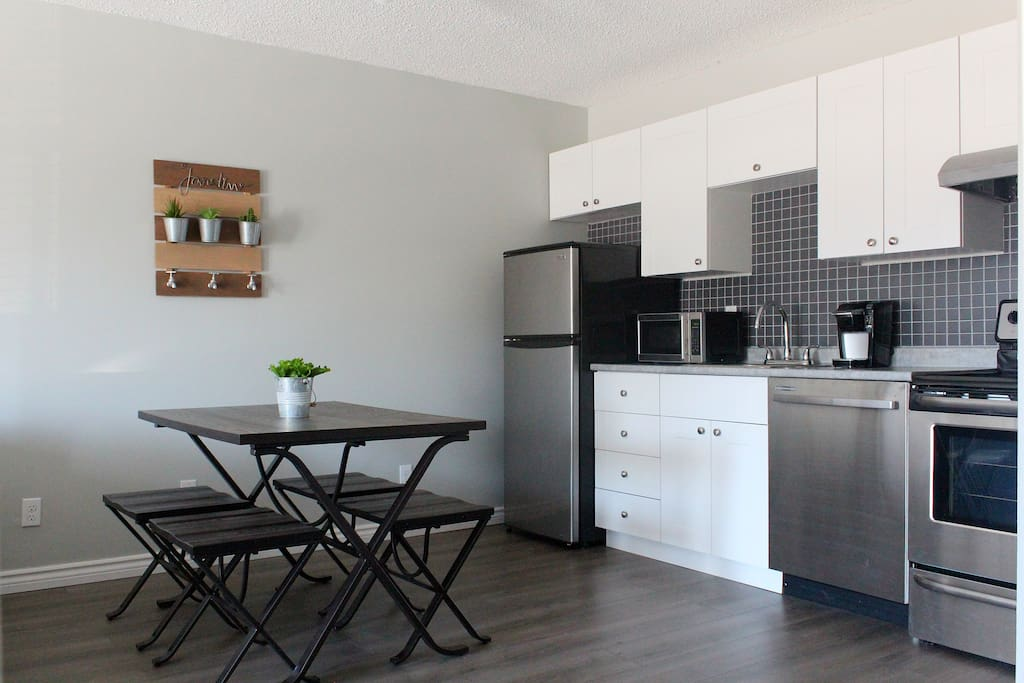 Open Kitchen with seating for 4