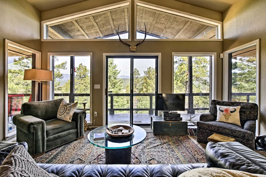 Large living room windows provide guests with an excellent view of the valley.