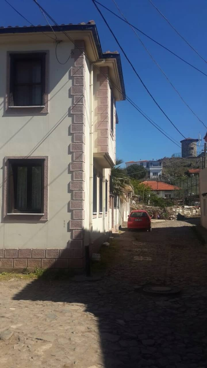 House with garden and terrace in Cunda