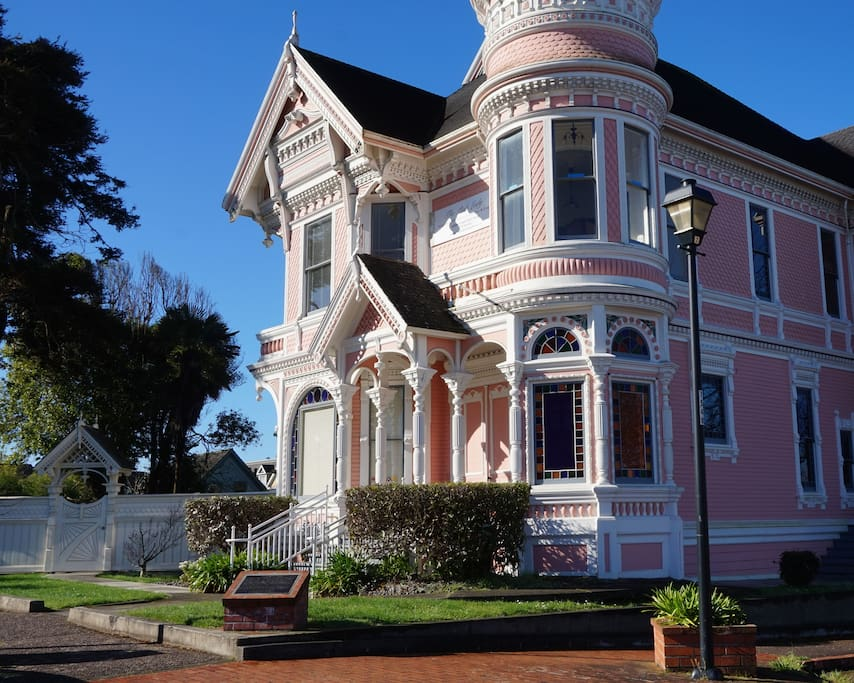 Pink Lady A Classic Victorian Houses For Rent In