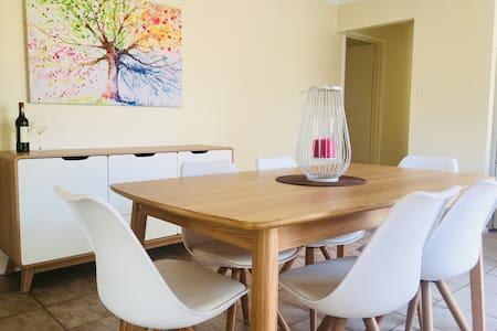 Clean, spacious & private 3b villa in Applecross