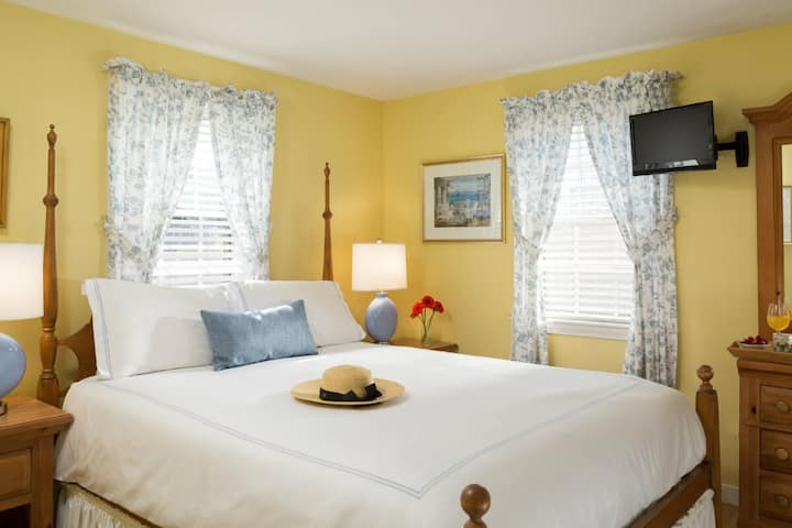 Seven Sea Street Inn - Guest House Queen