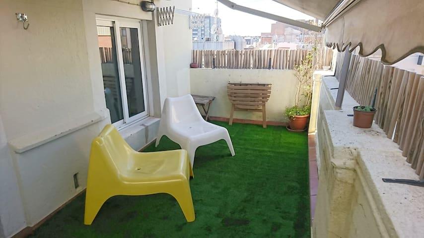 Sunny flat private terrace